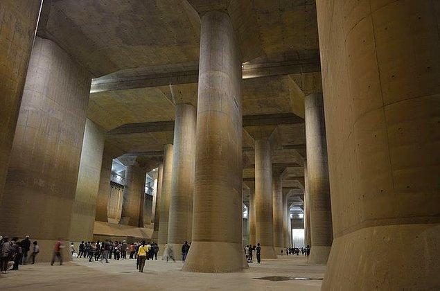 """22. Tokyo'nun hemen kuzeyindeki Kasukabe Şehrinde bulunan görkemli """"yeraltı tapınağı""""."""