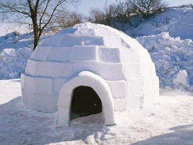 Bizler için sanki bir çizgi filmde karşılaşılan kareden fazlasını ifade etmese de eskimolar bu igloları kullanıyor.