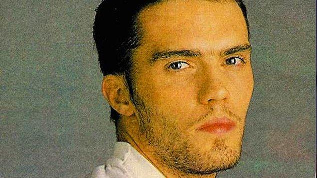 """""""1987 yılında 36 yaşındaydım, Uzay da 20'lerinde. Mehmet Ali Erbil, Çiğdem Tunç, Halit Akçatepe ve Ayşen Gruda ile sahne alıyorduk. Arkamızda da Uzay ile Levent Yüksel müzik yapıyordu."""""""