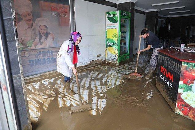Arhavi'de yüzlerce ev ve iş yerini su bastı