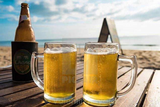 Gelmişken bira içmemek olmaz tabii. 50'lik bira bulursanız o da bir şans göstergesi çünkü çoğu işletme 33'lük bira satıyor. Bildiğiniz yerli marka, küçük şişe biraların fiyatı 35 - 40 TL arası.
