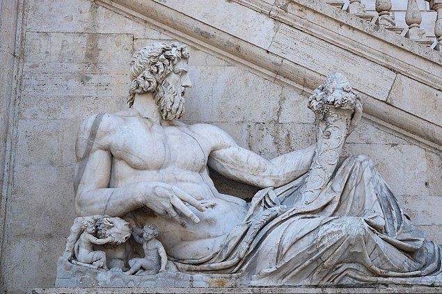 Roma imparatorluğunun ilk kralı Romulus'un yaşadığı bir problemle başlıyor her şey.