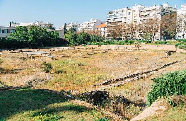 12. Antik Yunan Filozofu Aristoteles'in M.Ö 335'te kurduğu bir okul olan Lykeion, Atina'da bir müze inşaatı kazısı sırasında işçiler tarafından tesadüf eseri bulundu.