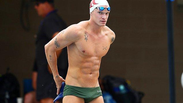4. Adını Gigi Hadid ve Miley Cyrus'la yaşadığı aşklarla duyuran Avustralyalı pop yıldızı Cody Simpson, profesyonel bir yüzücü.