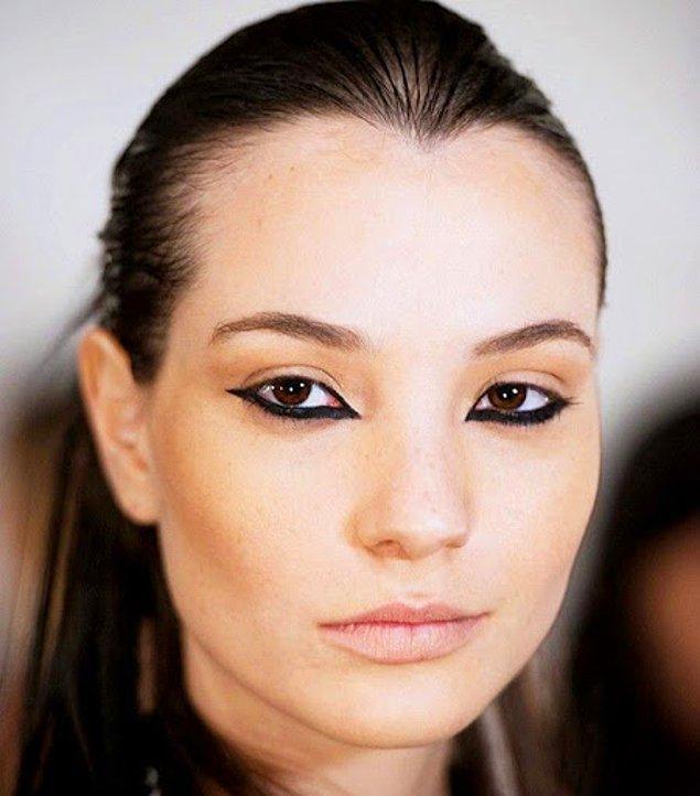 Tıpkı üst kirpik dibine eyeliner çekmek gibi, bu makyajda da doğru inceliği ve oranı yakalamak çok önemli.