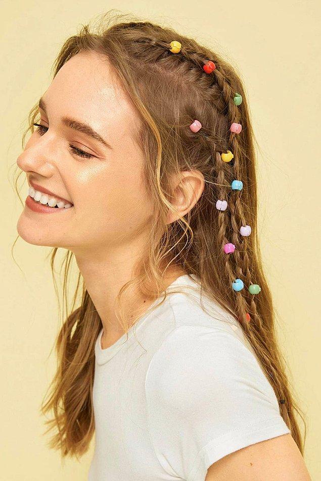 5. Yazın örgü modellerinizi süsleyecek olan rengarenk saç aksesuarları!