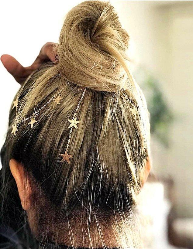2. Klasik bir topuz yaptıktan sonra bir saç zinciri ile topunuzu hareketlendirmek isterseniz doğru yerdesiniz.