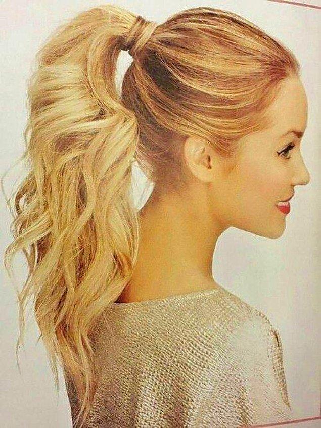7. At kuyruğu modeli herkese çok yakışan günlük ya da düğün için tercih edilebilen klasik bir saç modeli.