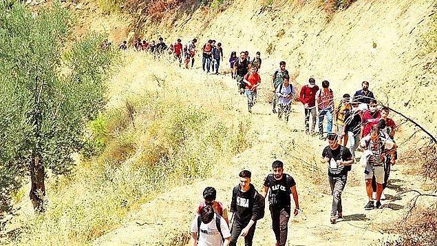 Uzun bir süredir Taliban'dan kaçarak ülkelerini terk eden Afganlar İran sınırı üzerinden Türkiye'ye giriş yapıyordu.