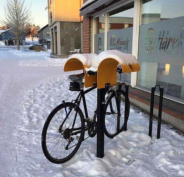 """5. """"Norveç'te bisiklet koltuğunuzu kuru tutmak için küçük barınaklar var. Norveç'in mutluluk ölçeğinde bu kadar yüksek puan almasının bir nedeni de bu incelik."""""""