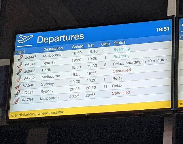 """10. """"Bu havaalanı ekranında 'bekle' yerine 'rahatla' yazıyor."""""""