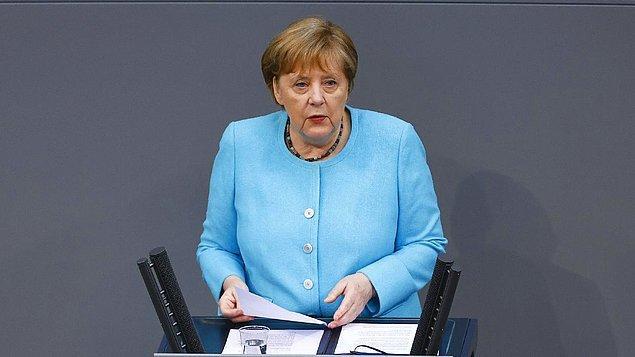 Almanya Başbakanı Merkel: ''Türkiye Suriyeli sığınmacılarla ilgilenmek konusunda sıra dışı bir iş yapıyor. Bu anlaşmanın devam etmesini istiyorum, insanlar için en iyisi bu.''