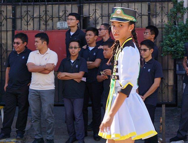 """4. """"Filipinler'e gelen turistler İngilizce konuşan yerli halkı görünce şaşırıyor ama aslında çoğumuz İngilizceyi ana dilimiz olarak öğreniyoruz."""""""