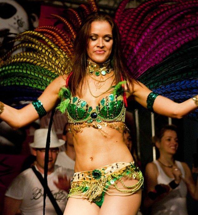 """13. """"Brezilya'da tüm gün samba dansı yapıp futbol oynamıyoruz. Ayrıca balta girmemiş ormanlarda yaşamıyoruz ve Brezilya sadece Rio de Janeiro'dan oluşmuyor!"""""""
