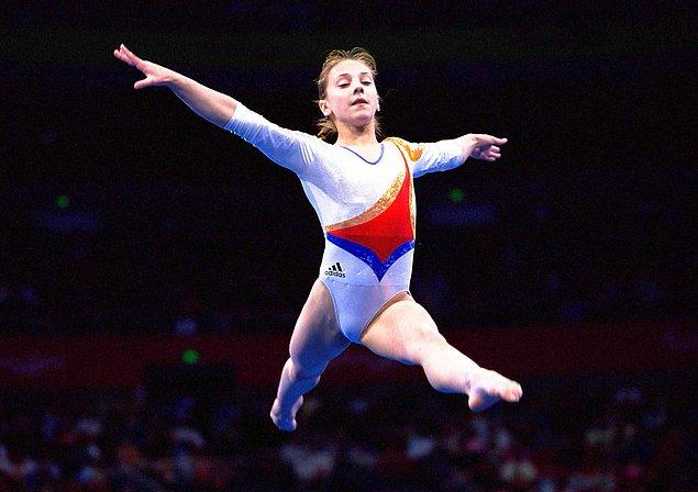 2000: Romanyalı jimnastikçi Andreea Răducan madalyası elinden alındı.