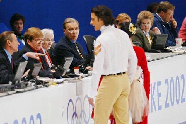 2002: Hakemlerin karar değiştirmesi sporcuların madalyayı paylaşmasına neden oldu.