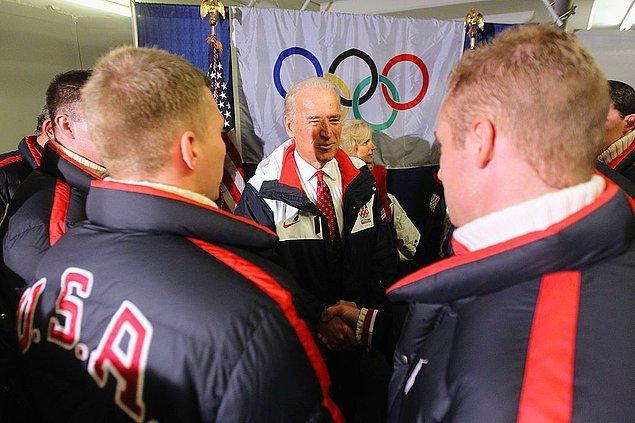 2010: akıl hastası seyirci ABD Başkanı Joe Biden'a ulaşmaya çalıştı.