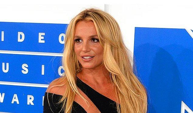 5. Britney Speaser'ın sosyal medya hesabında yaptığı üstsüz paylaşım ortalığı yaktı!
