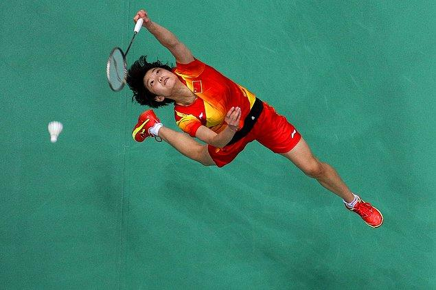 2012: sekiz badminton oyuncusu turnuvadan men edildi.