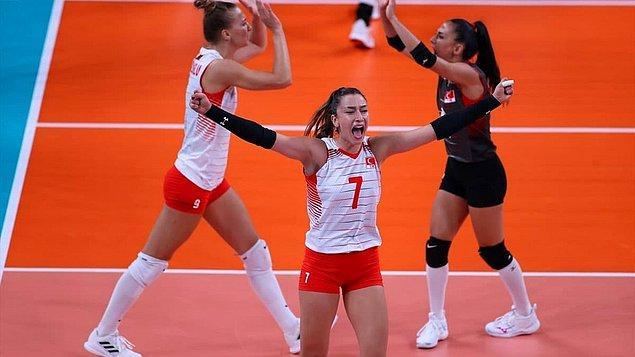Tokyo 2020'deki ilk maçında Türkiye son olimpiyat şampiyonu Çin'i adeta sahadan silerek 3-0 mağlup etmişti.