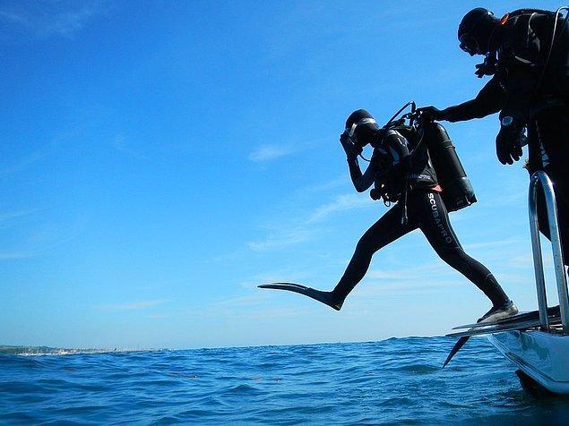 """5. """"Çıktıktan sonra kendiniz yüzerek mi uzaklaştınız yoksa birileri size yardım etti mi?"""""""
