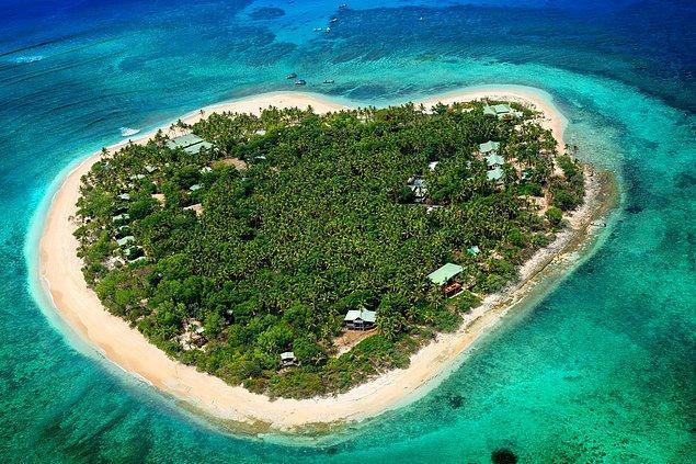 Ama asıl araştırmalar gösterdi ki Page kalp adası olarak bilinen Tavarua adasında yaşıyordu ve burayı satın almıştı.