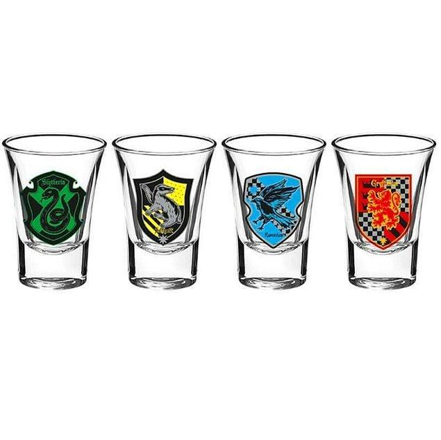 2. Slytherin, Hufflepuff, Ravenclaw ve Gryffindor shot bardakları