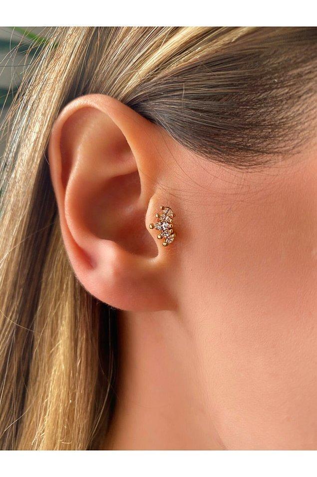 1. Zirkon taşlı piercing sevenlerin bu modele bayılacağına eminiz. 🤩
