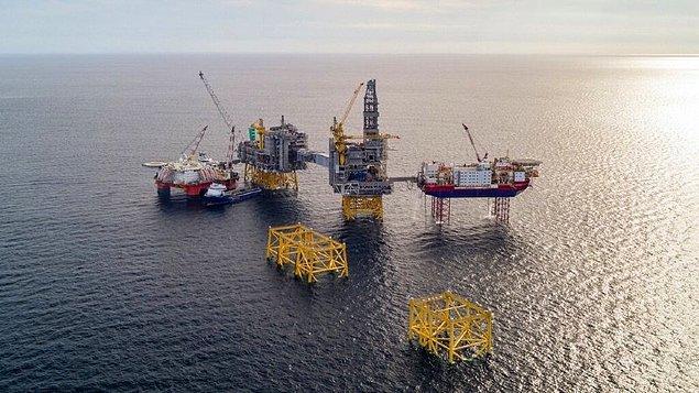 10. Norveç, 40 yıl önce ülkesinde petrol keşfetti. Petrolün eninde sonunda tükeneceğini bildiklerinden, onu bir servet fonuna yatırmaya karar verdiler. Bu olay, dünyanın en karlı fonlarından biri olarak bilinir ve  değeri 1,3 trilyon doların üzerindedir.