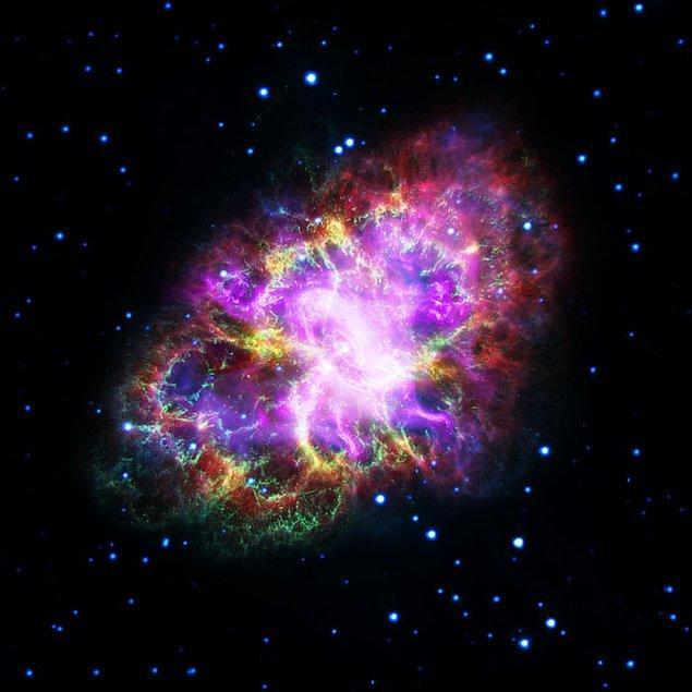 22. 1930'da Hintli bir öğrenci olan Chandra, matematiksel olarak büyük yıldızların patlayarak süpernovalara ve ardından nötron yıldızlarına veya kara deliklere dönüştüğünü gösterdi. Bundan önce bilim adamları, tüm yıldızların beyaz cücelere dönüştüğünü varsaydılar. Chandra'nın teorisi 'saçma' olarak değerlendirildi.