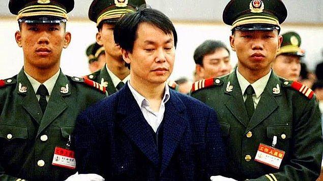 23. 1996'da Hong Konglu bir gangster olan 'Big Spender' Asya'nın en zengin adamının oğlunu kaçırdı ve bırakması için 160 milyon dolarlık fidye talep etti. Parayı aldıktan sonra, gangster tekrar telefon etti ve parayla nasıl bir yatırım yapılabileceği konusunda tavsiye istedi.