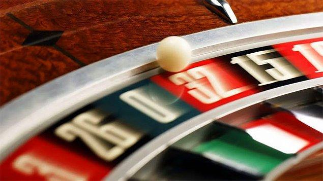 36. 18 Ağustos 1913'te Monte Carlo'da oynanan ve topun arka arkaya 26 kez siyaha düştüğü  bir rulet oyunu oldu. Oyun boyunca kırmızıya inmesini bekleyen milyonerler oldukça fazla para kaybettiler. Bu durum, 'Monte Carlo Yanılgısı' adlı psikolojik bir terimin meşhur olmasına yol açtı.