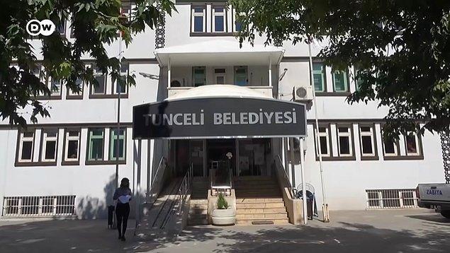 Ovacık Belediye Başkanı olduğu dönemde hayata geçirdiği farklı uygulamalarla dikkat çeken ve son seçimde Tunceli Belediye Başkanı seçilen Fatih Mehmet Maçoğlu, yeni görevinde de bu farkı ortaya koydu.