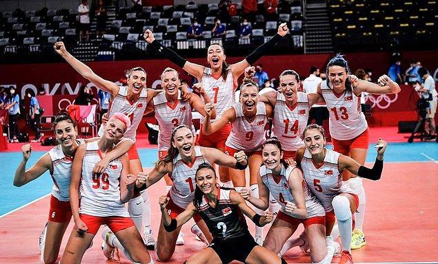 Sizlere 2020 Tokyo Olimpiyatları'nda gururumuz olan A Milli Voleybol Kadın Takımımızın oyuncularını sırayla tanıtacağımızı söylemiştik.