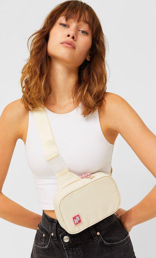 11. Minimal stilinizde destekleyici bir çantaya ihtiyacınız varsa, Stradivarius spor bel çantası aradığınız model olabilir.