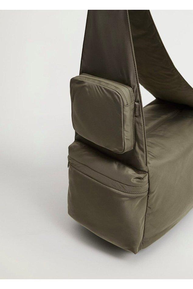 12. Mango markasına ait bu çapraz çanta kullanabileceğiniz en büyük ve kullanışlı modellerden biri!
