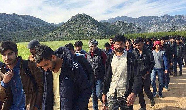Son dönemde ülkemizde bir mülteci krizi var; hepiniz biliyorsunuz. Afgan, Suriyeli, İranlı, Iraklı... Sınır diye bir şey kalmadı, elini kolunu sallayan geliyor.