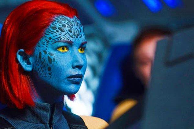 """16. Jennifer Lawrence """"X-Men"""" filmlerinde Mystique rolü için gereken vücut boyalarından nefret ettiğini söylüyor."""