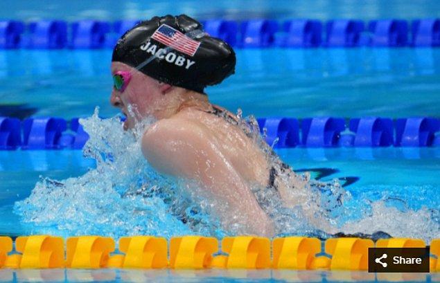5. 27 Temmuz 2021'de Lydia Jacoby (ABD), Tokyo Su Sporları Merkezi'ndeki Tokyo 2020 Olimpiyat Oyunları sırasında kadınlar 100 metre kurbağalama finalinde.
