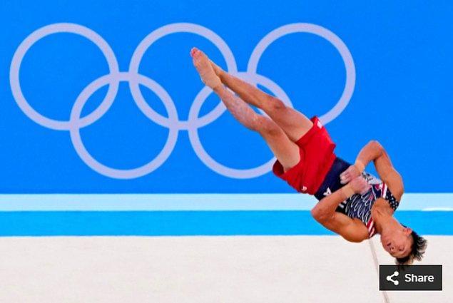 11. 26 Temmuz 2021'de Yul Moldauer (ABD), Ariake Jimnastik Merkezi'nde düzenlenen Tokyo 2020 Olimpiyatları sırasında erkek jimnastik takımı finalinde yarışıyor.