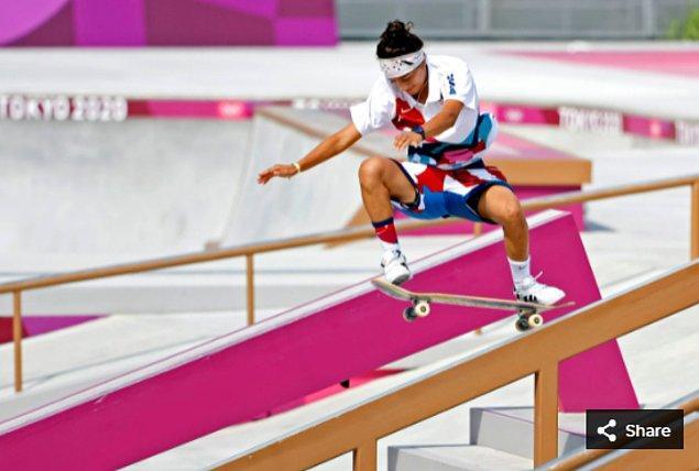 17. 26 Temmuz 2021'de Mariah Duran (ABD), Ariake Urban Sports Park'taki Tokyo 2020 Olimpiyat Oyunları sırasında kadınlar sokak kaykayında yarışıyor.