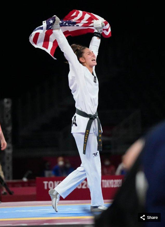 20. 25 Temmuz 2021'de Anastasija Zolotic (ABD), Makuhari Messe Hall'daki Tokyo 2020 Olimpiyatları'nda kadınlar 57 kg tekvandosunda altın madalya kazandı.