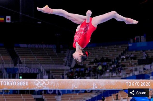 22. 25 Temmuz 2021'de  Yufei Lu (CHN), Ariake Jimnastik Merkezi'ndeki Tokyo 2020 Olimpiyat Oyunları sırasında kadınlar jimnastik elemelerinde.