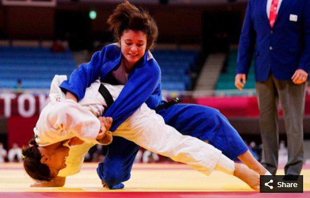 23. 25 Temmuz 2021'de Angelica Delgado (ABD), Nippon Budokan'da düzenlenen Tokyo 2020 Olimpiyatları'nda kadınlar 52 kg judo eleme turunda Joana Ramos'a (POR) karşı yarışıyor.