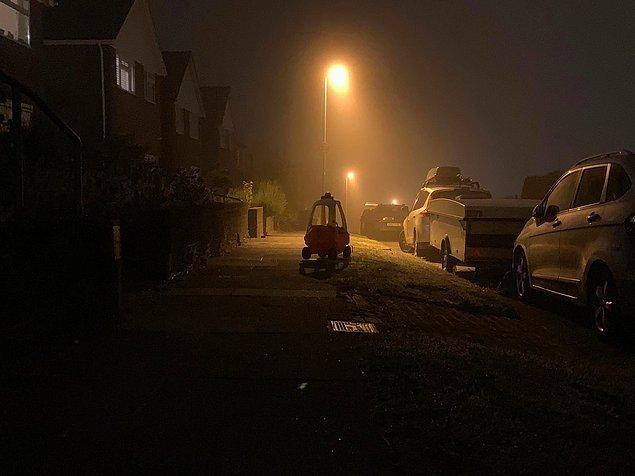 13. Bu terk edilmiş çocuk arabasını gece vakti görsem hiç düşünmeden arkamı dönüp geldiğim yere geri giderim.