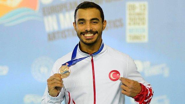 Ferhat Arıcan, 1993 İzmir doğumlu. Jimnastik sporuna ilkokulda beden eğitimi öğretmeninin teşvikiyle başlamış.