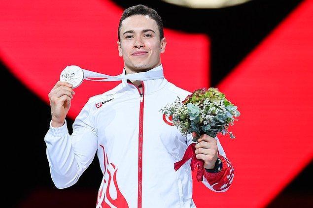 2014'ten bu yana Milli Takım üyesi olarak 4 Dünya Artistik Jimnastik Şampiyonası'na katıldı.