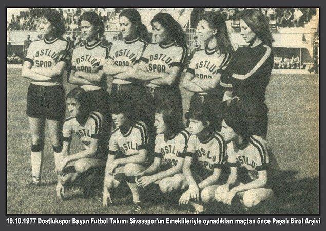 """1971, ilk kadın futbol takımı olan Dostlukspor'un temellerinin atıldığı yıldır. Kınalıada Spor Kulübü içinde bir """"kızlar takımı"""" yer aldı."""