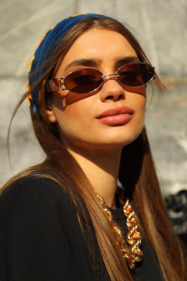 9. Gold detaylı kadın güneş gözlüğü, retro esintileri yakalamanıza yardımcı olacak şahane bir ürün!😎