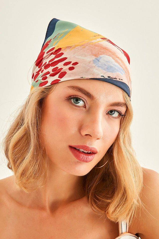 1. Plaj stilinize, kullanacağınız farklı bandana modelleri ile renk katabilirsiniz.